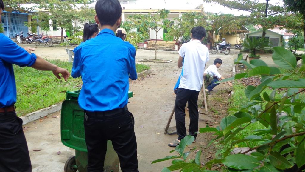 Cách vệ sinh cỏ nhân tạo